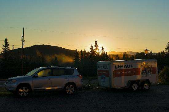 Northern Lights Motel & Chalets - Wawa: Sunrise from our doorstep