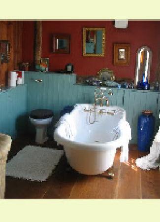 Church Gates: En-suite Bathroom
