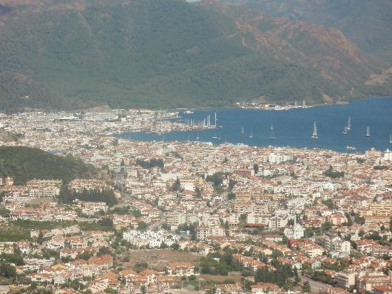 ‪كلوب تركويز أبارتمنتس: Marmaris from mountains behind resort‬
