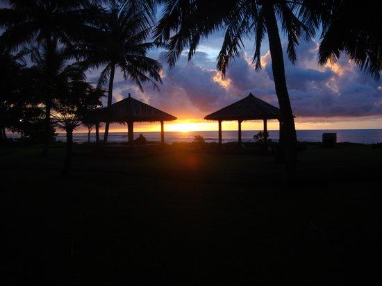 Tanjung Lesung, Indonesien: Blick auf die untergehende Sonne