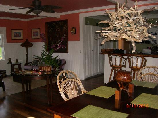The Guest Houses at Malanai in Hana: dining and living room