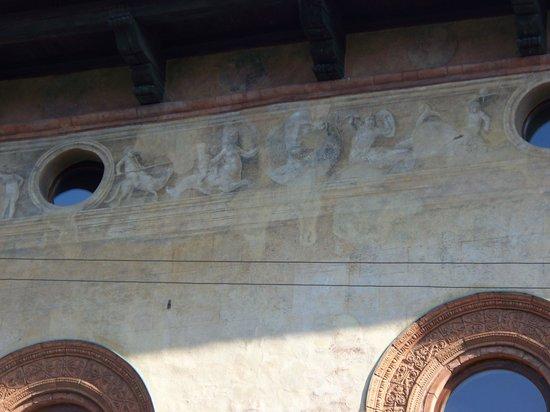 Casa Fontana Silvestri: affreschi deteriorati