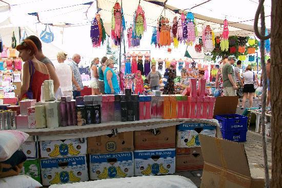 Princess Kinli: market nearby