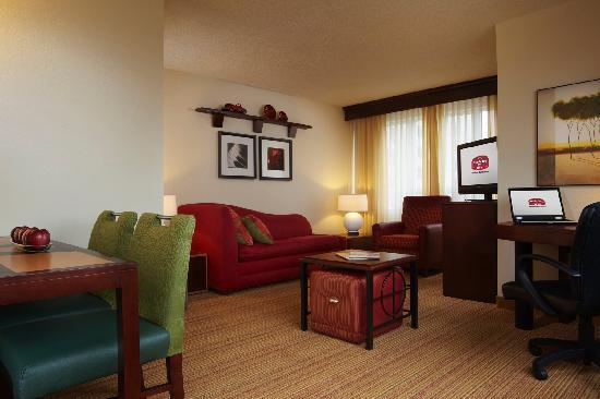 Residence Inn London Downtown : One Bedroom suite Living Room