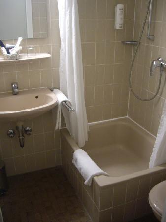 City Partner Augusta Hotel: Shower room