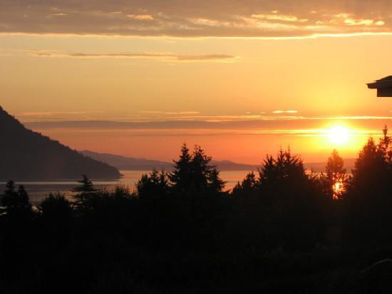 Cherry Point Ocean View B&B : Sunrise
