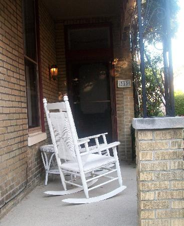 Weller Haus Bed, Breakfast and Event Center: Porch of our room