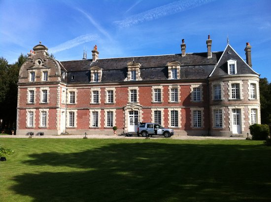Chateau de Behen : Outside the Chateau