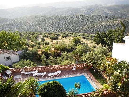 La Iruela, España: Piscina y vista desde los balcón