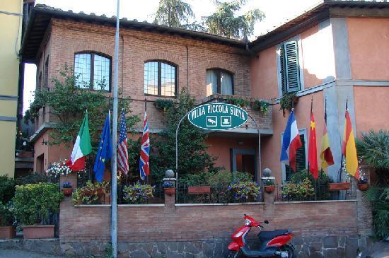 Villa Piccola Siena: Fachada del hotel