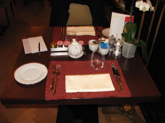 Astoria Hotel: Mesa desayuno Restaurante Davidov