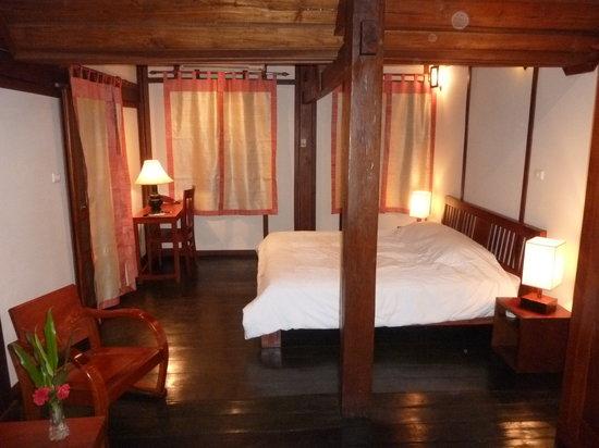 Villa Maydou: notre chambre de soie et de teck