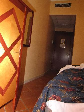 Hotel Corona D'Italia: Tight squeeze