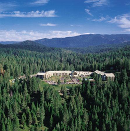 Tenaya Lodge at Yosemite: Nestled on 48 acres, 2 miles from Yosemite