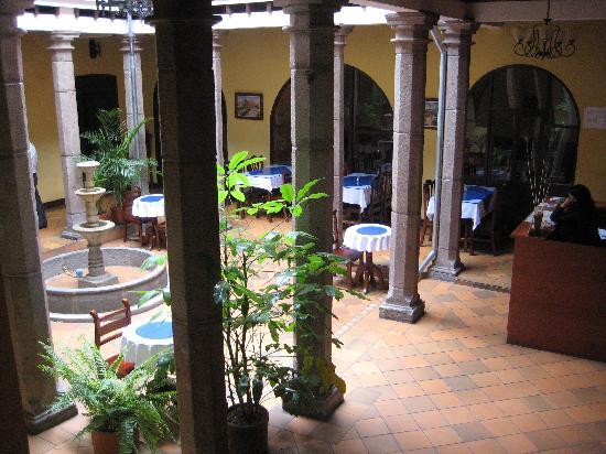 Hotel Catedral Internacional: Another view of the courtyard