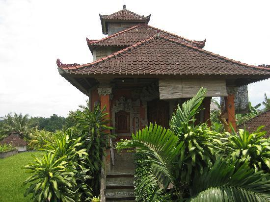 Hibiscus Cottages: Upper floor guesthouse entrance