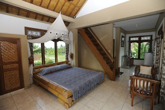 Hibiscus Cottages: Upper floor room