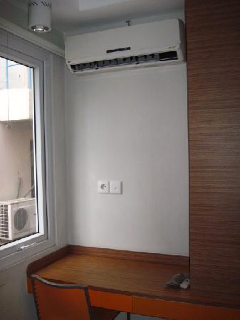 Studio One Residence: window
