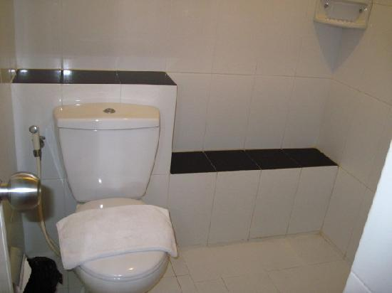 Studio One Residence: toilet