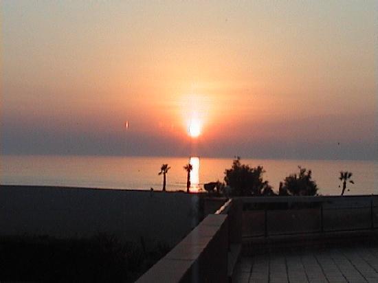 Saint-Cyprien, França: Lever soleil depuis Lagune