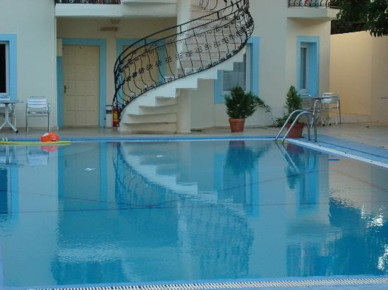 Merve Apartments: Pool