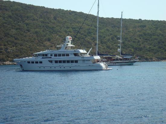 Merve Apartments: Boat trip