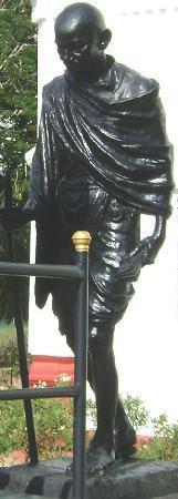 Madurai, India: ガンディーのブロンド像