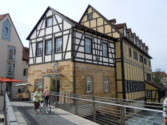 Restaurant Eckerts: Das St.Nepomuk..war früher eine alte Mühle,Zugang über eine kleine Brücke