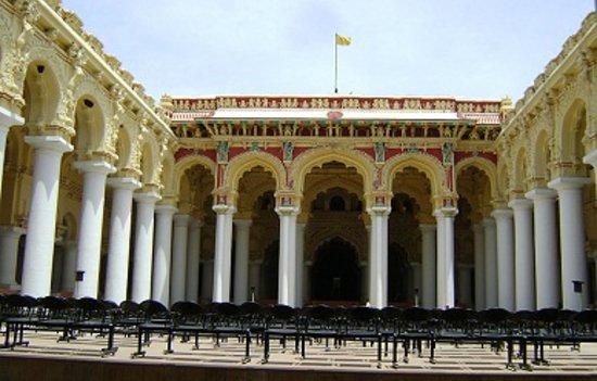 Madurai, Indien: 入り口から見た宮殿