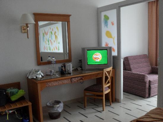 Hotel Dessole Bella Vista Resort : très belle chambre avec salon et balcon
