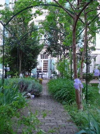 Hotel Saint Roch : petit jardin