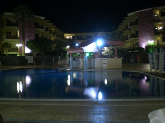 Marino Tenerife: Pool at night