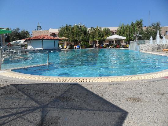 Ilios Hotel: The Pool