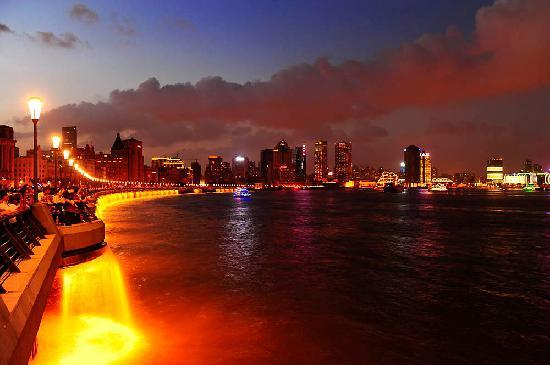 Shanghái, China: The Bund by Steve Strike