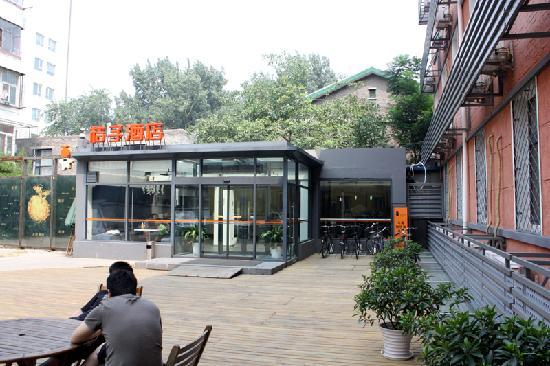 Orange Hotel (Beijing Guanyuanqiao): Entrance to the hotel.