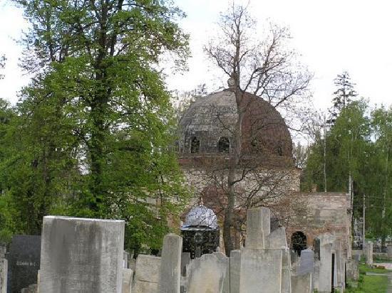 Chernivtsi, Ukraine: Jewish section of graveyard