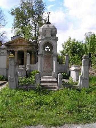 Chernivtsi, Ukraine: grave in Jewish section of cemetery