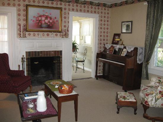 The Bed and Breakfast at Peace Hill: the sitting room