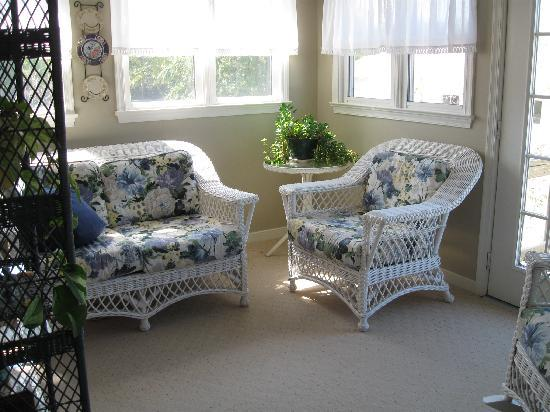 The Bed and Breakfast at Peace Hill: the sunroom