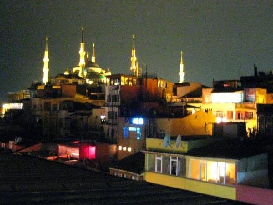 Orient Hostel International: View of the Blue Mosque from the Orient Hostel rooftop!