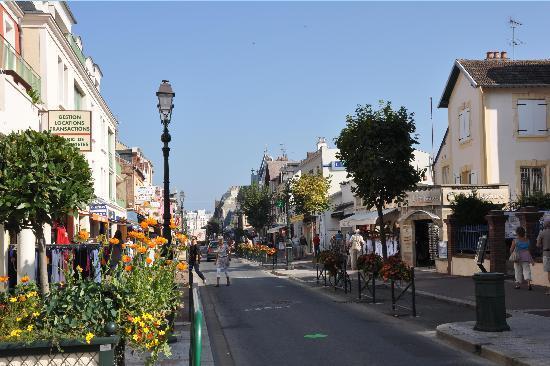 Die Rue de la Mer, Cabourg-Zentrum