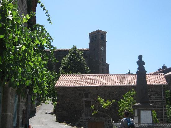 Pebrac, França: Vue sur l'abbaye d'Aubrac