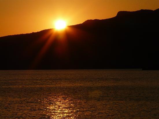 Anniska & Liakoto: A special sunset