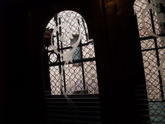 Hostal Oliva: 窓は中庭というか、内側に面している。