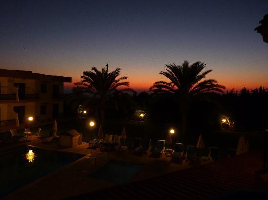 Hadjiantoni Anna Hotel Apartments: Sunset from our balcony
