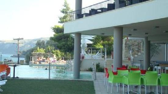 Kymi, Yunani: The Restaurant and Swimming Pool