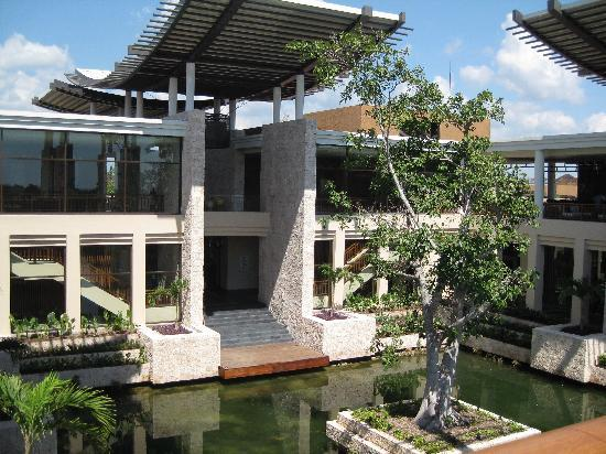 Banyan Tree Mayakoba: The main entrance