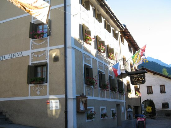 Santa Maria Val Mustair, Switzerland: Die Front des Hotels.