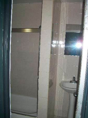 Candy Hostel : superbe salle de bain