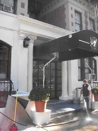 Candy Hostel : entrée de l'hôtel